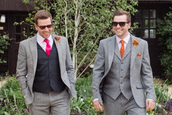 Còn gì quyến rũ hơn khi người đàn ông đeo cà vạt?