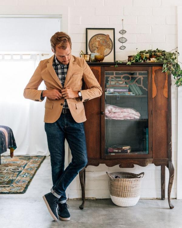 Phối đồ phong cách với vest nam và quần jeans